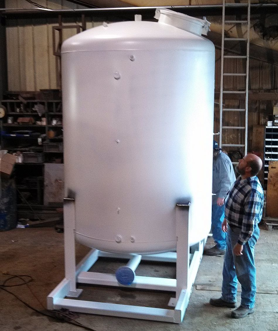 Pressurized dip tank with hydraulic opening lid.